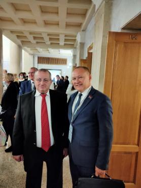 На Международном форуме федерации профсоюзов Беларуси «Влияние глобальных экономических вызовов на социально-трудовые права человека» с Яковом Кедми, израильским общественным деятелем, 13 сентября 2021 года.
